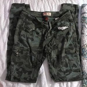 Cargo Pants! Super Cute Details! L.e.i. Brand!